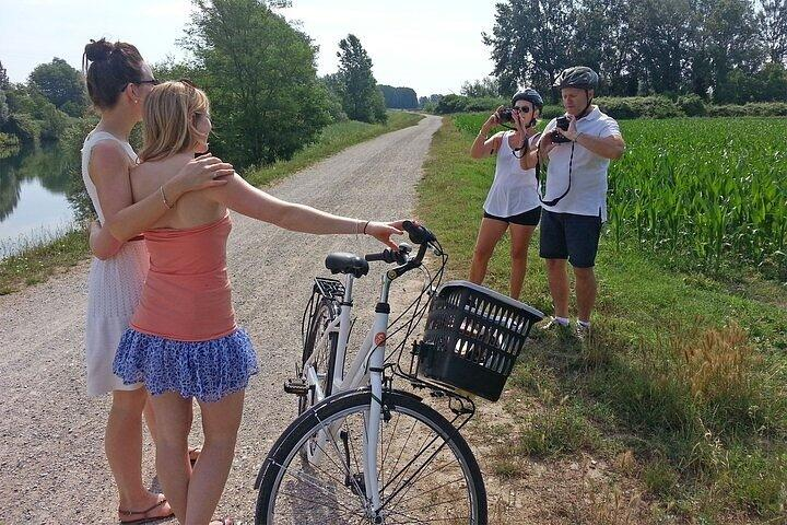 Private Bike and Wine Hal-Day Tour in Lucca