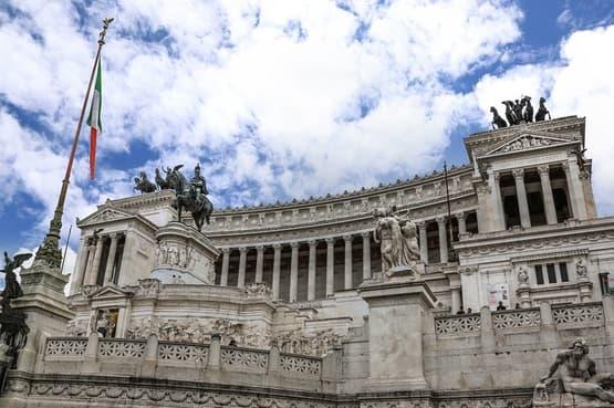 Outdoor city escape game with guiding - Rome