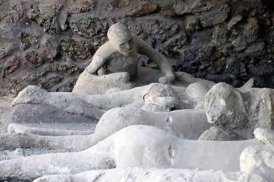 Pompeii and Amalfi Coast: Full-Day Private Tour from Naples Hotel or Port