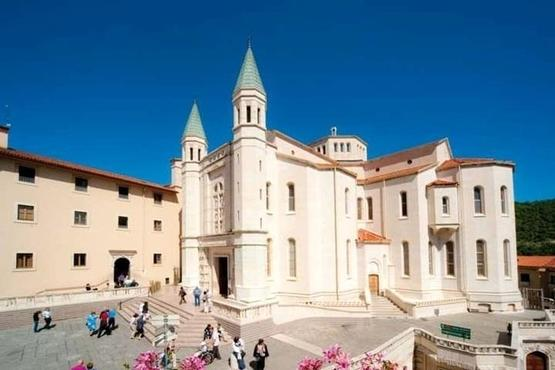 Private Arrival Transfer: Rome Hotels or Fiumicino Airport to Umbria Hotels