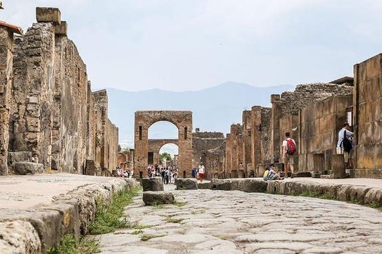 Pompeii Ruins & Hercualenum with Lunch & Wine Tasting from Rome