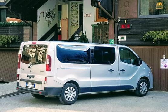 Private Arrival Van Transfer: Bologna Airport (BLQ) to Hotel